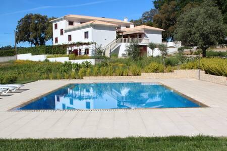 """Country House """"Quinta Do Sobral"""" - Figueiró dos Vinhos - B&B/民宿/ペンション"""