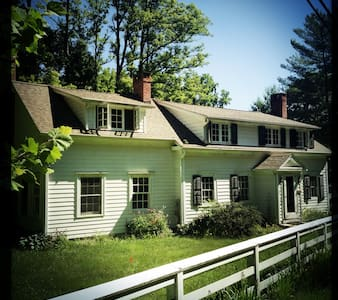 Fully restored 1880s Farmhouse  - Salt Point - Hus