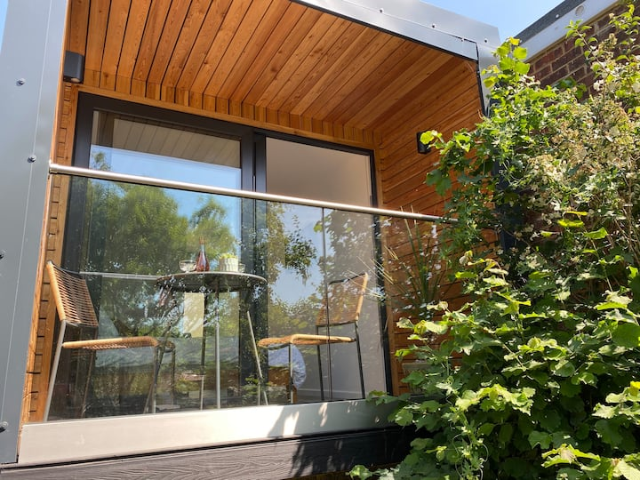 Stunning self contained garden cabin. Free parking