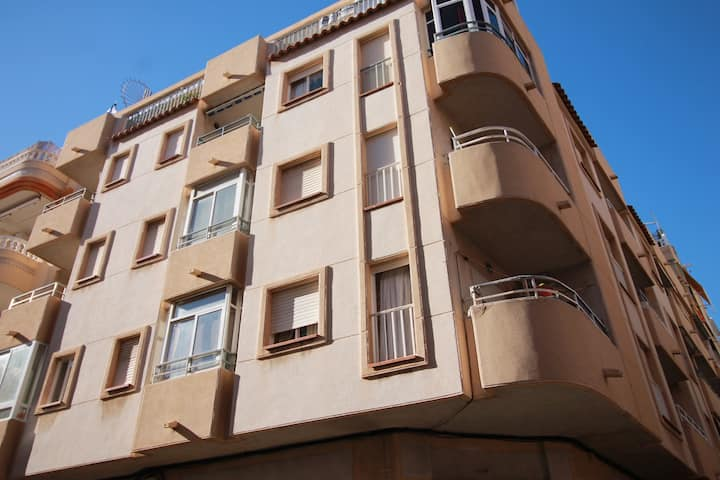 Sunny apart-penthouse with terrace in Torrevieja
