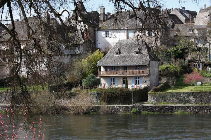 house whith view on the river  - Argentat