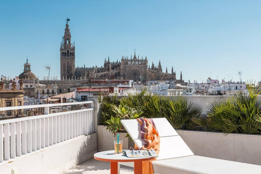 Maravillosa terraza y maravillosas vistas a la Catedral de Sevilla