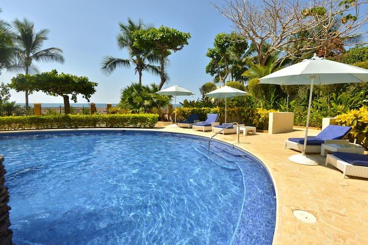 Beachfront luxurious condo with spectacular views!