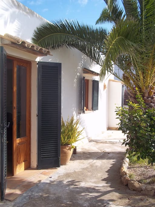 La casita del jard n houses for rent in camp de mar for Apart hotel jardin del mar la serena