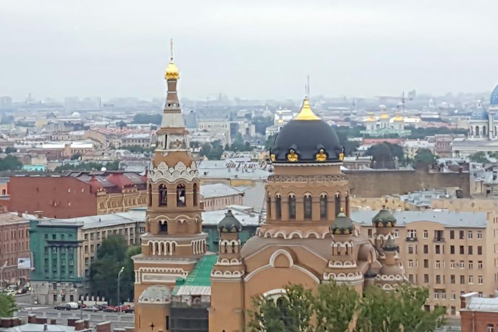Современная квартира с потрясающим видом на Санкт-Петербург.