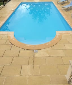 Gite de campagne avec piscine - Aubarède