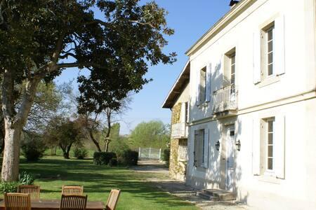 Chambre en Graves et Sauternais - Roaillan - Bed & Breakfast