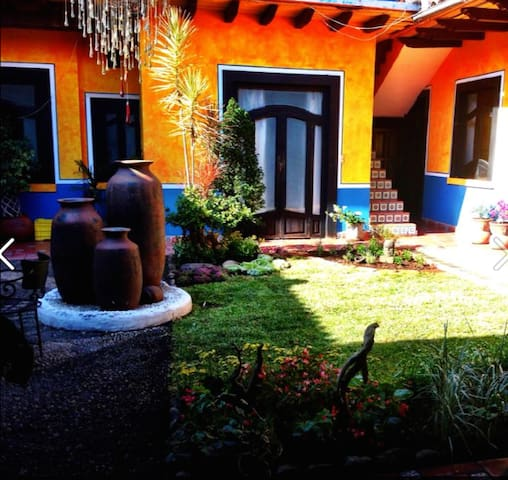 Casa Chikita Bed & Breakfast - Uruapan - Bed & Breakfast