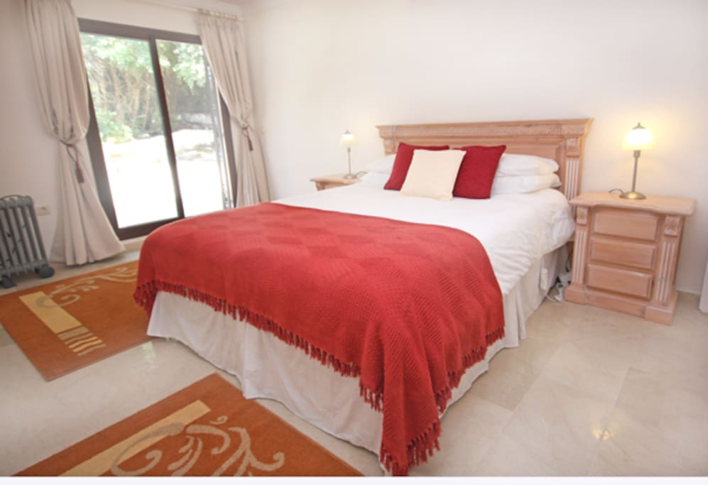 One of the two kingsize bedrooms