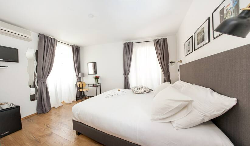 ❤ Romantic stylish room for 2 Trogir center