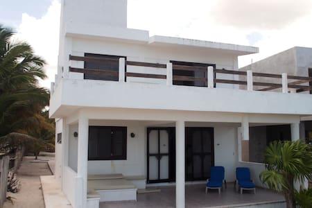 El Cuyo Beachfront house - El Cuyo - Rumah