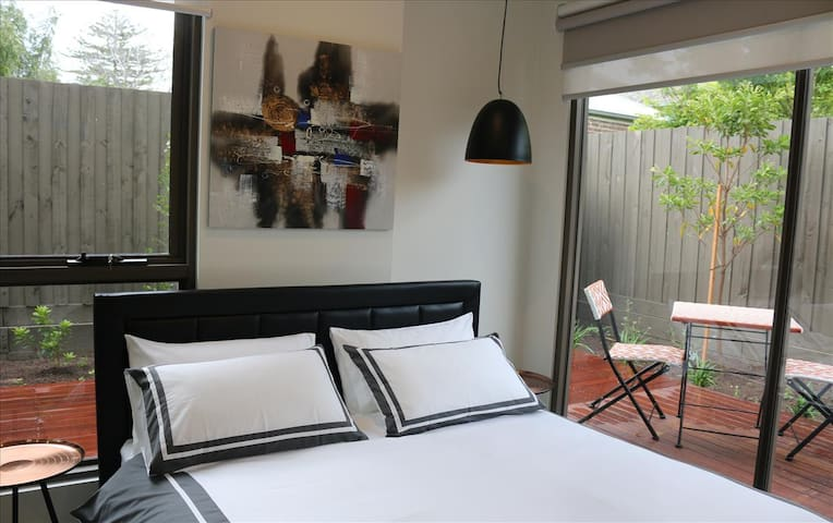 BRAND NEW Home away from home - Hawthorn