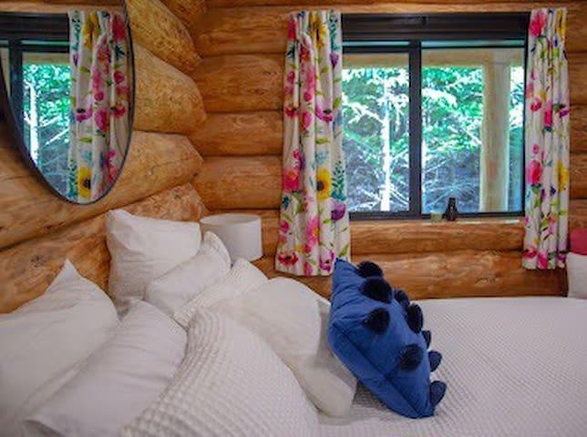 Beautiful floral log deluxe bedroom