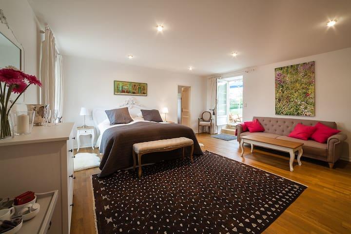 Deluxe double bedroom with terrace in Luxury B&B