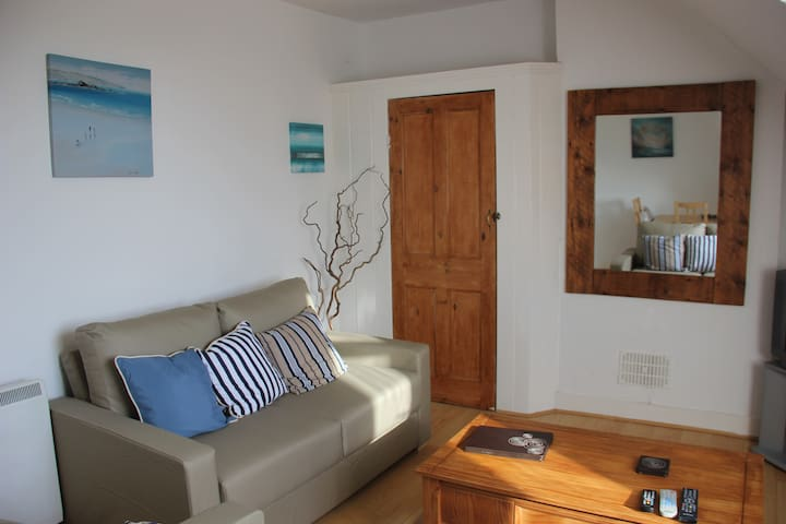Harbour Loft one minute from beach