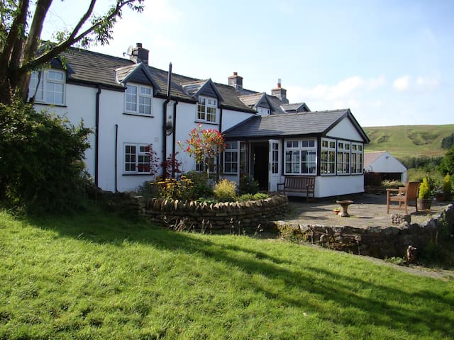 Luxury B&B in Traditional Welsh Cottage - Dylife - Bed & Breakfast