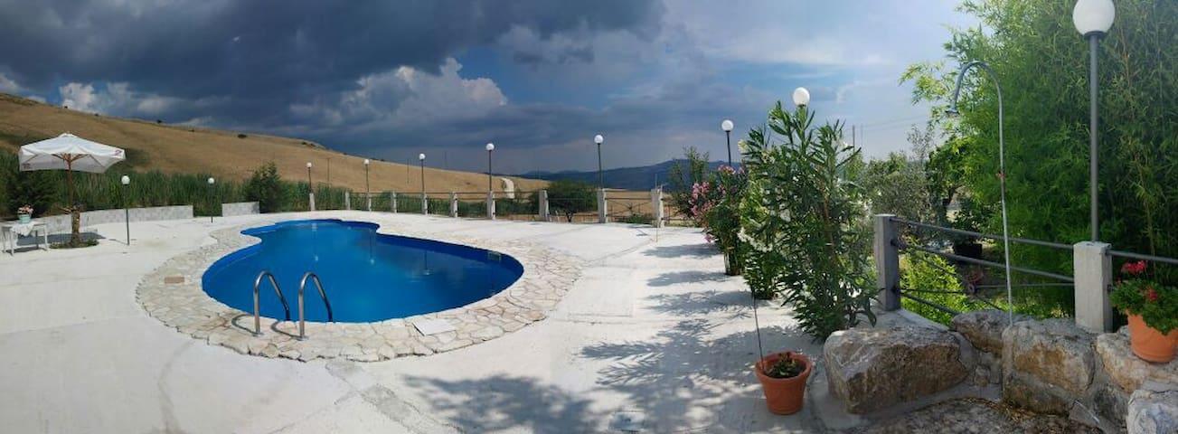 Villa con piscina immersa nel verde - Bivona - Casa