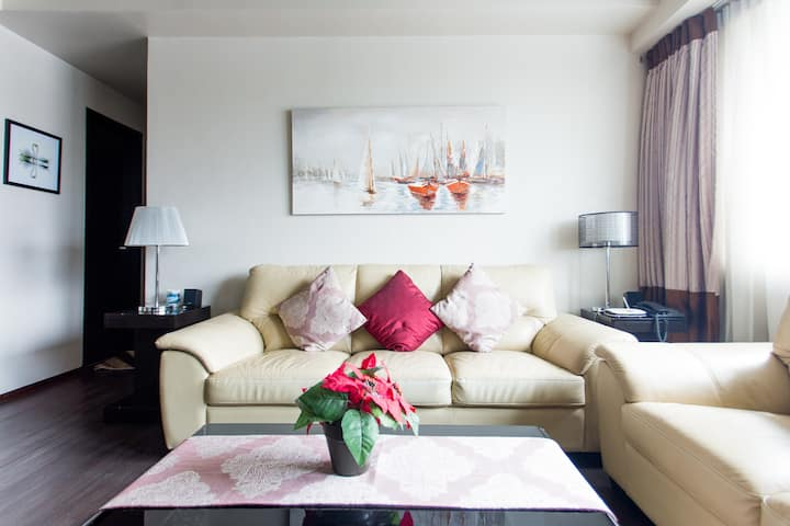 2 Bedroom Luxurious Condo, Quest Hotel