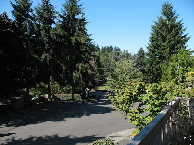 Near golf course, Sammamish River, and Burke Gilman Trail.