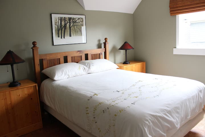Beautiful Room, 2 Blocks to Beach! - Victoria - Ev