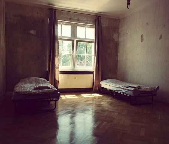 Apartment gute Lage, hell, ruhig - Lipsia - Bed & Breakfast