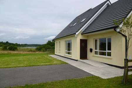 Lakeside dormer bungalow - Belturbet - House