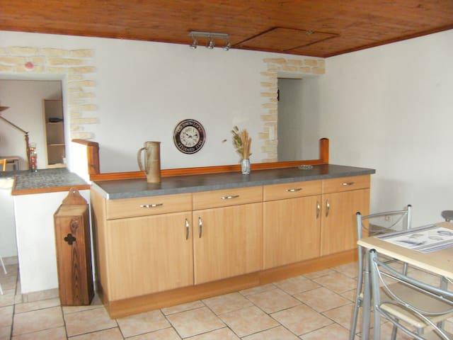 """les"""" CLEMATITES"""" appartement Meuble tout confort - Saint-Vincent - Apartamento"""