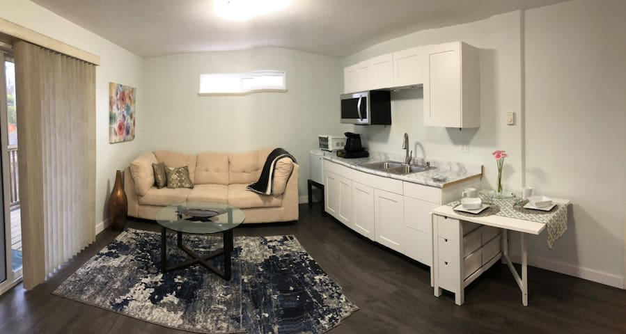 Cozy suite in Langford downtown close amenities