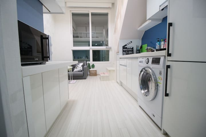 【3mins】Hongdae/Sinchon New Cozy Loft Free Wifi