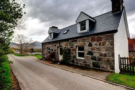 Charming Highland cottage on NC500 route