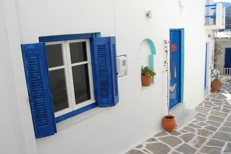 House in quiet village with Aircon and WiFi - Kostos - Talo