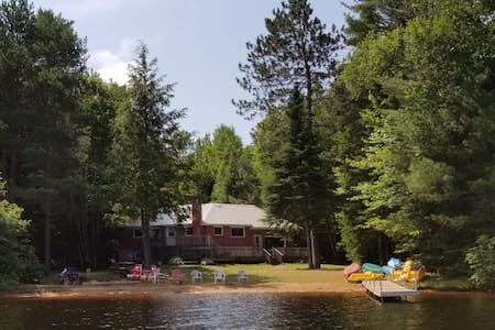 Benoir Lake - Large Private waterfront cottage