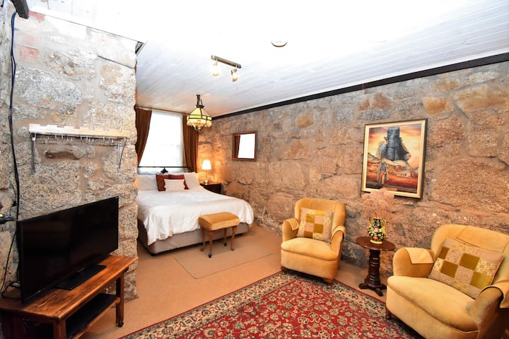 Beeches Stone Hideaway (100 m to shops)