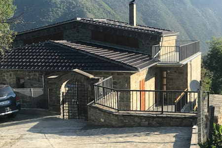 """""""Regi's Guesthouse"""", 3 bedrooms, 13 beds total"""