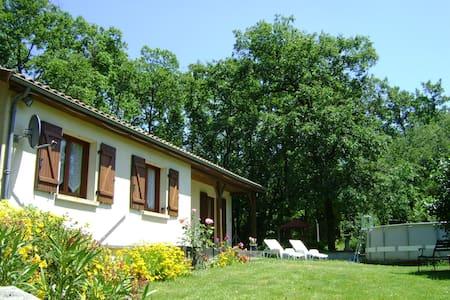 Charentais Bungalow Sleeps 6 - Saint-Fraigne - Dům