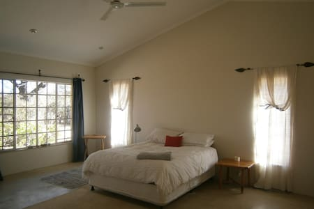 A room at the foot of Kgale Hill - Gaborone - Huis