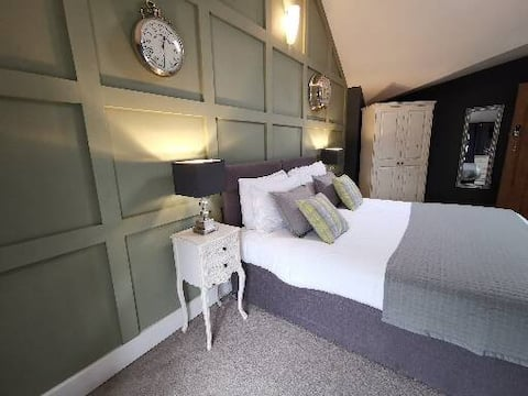 Clock Cottage - Luxury 2 bed Holiday Let