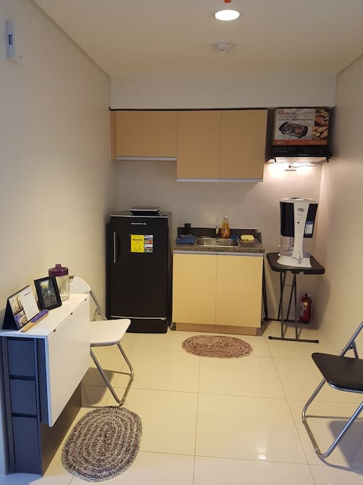 The furnished kitchen with foldable table