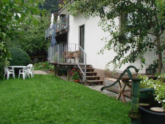 Ferienwohnung 2 mit Balkon und Garten