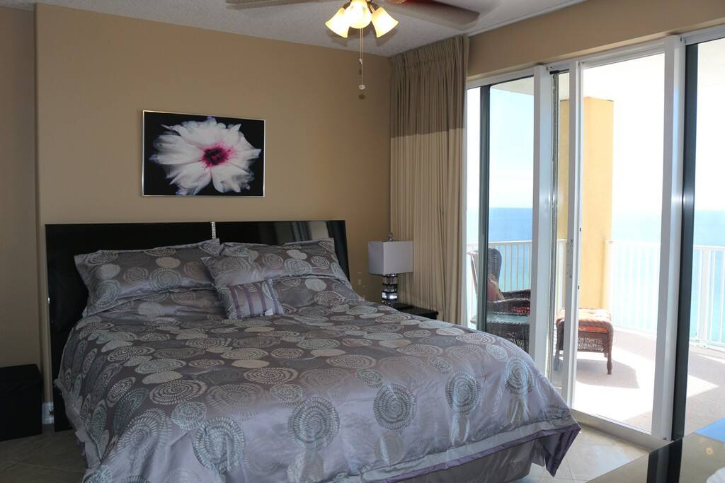 Master bedroom with king size bed and access to the balcony with the ocean view
