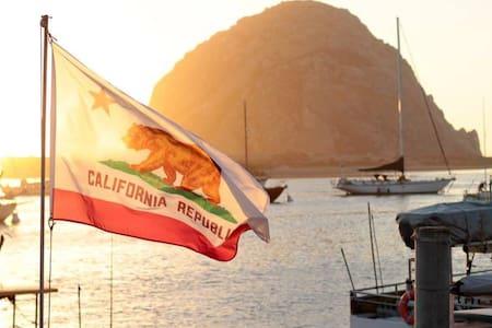 Location! Location! Location! Walk to the Water! - Morro Bay - Huoneisto