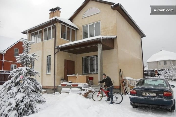 Cottage, 6 rooms, 2 km from Moscow - Vidnoye - Huis