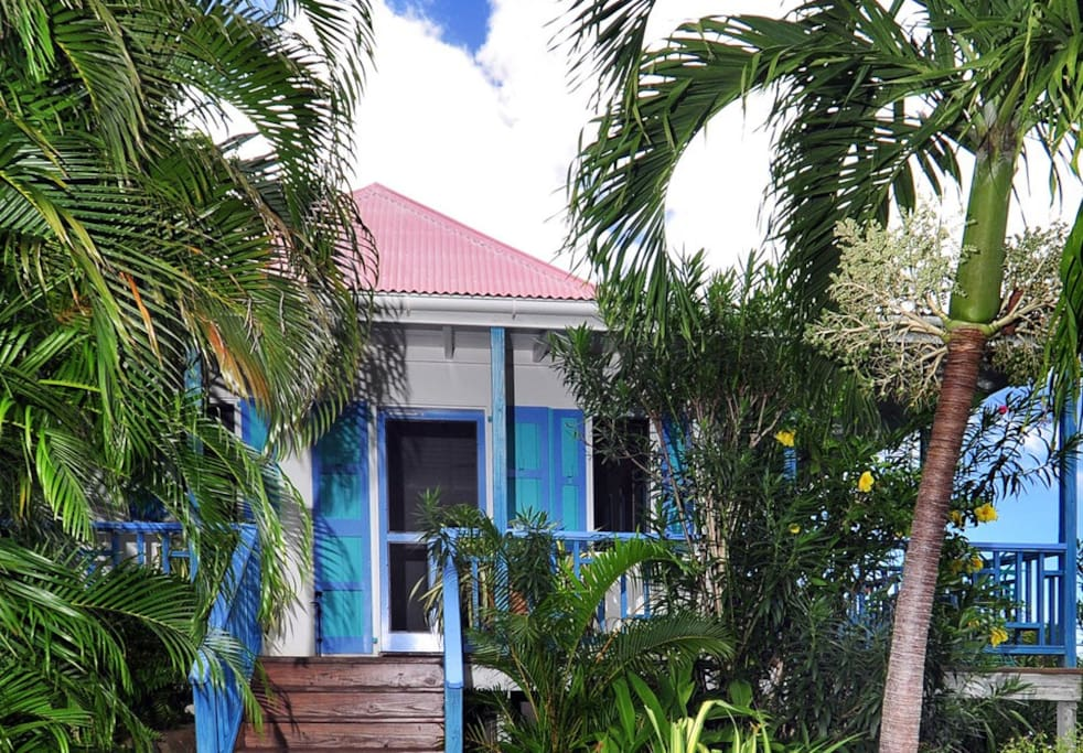 Sago cottage romantic secluded w private hot tub for Calabash cottage