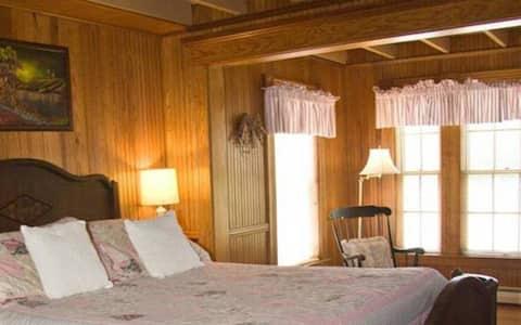 Kelley Room 2 · Lake Winnipesaukee Historic Inn at Smith Cove-2