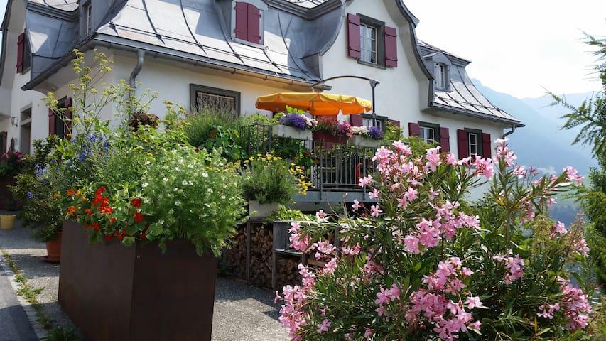 Casa Porclas Familien-8er-Zimmer - Lumnezia - Huis