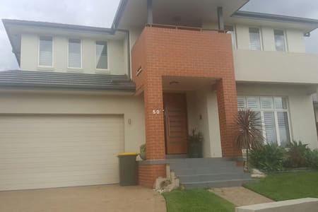 Room for rent what a relaxing day. - Moorebank - Ház