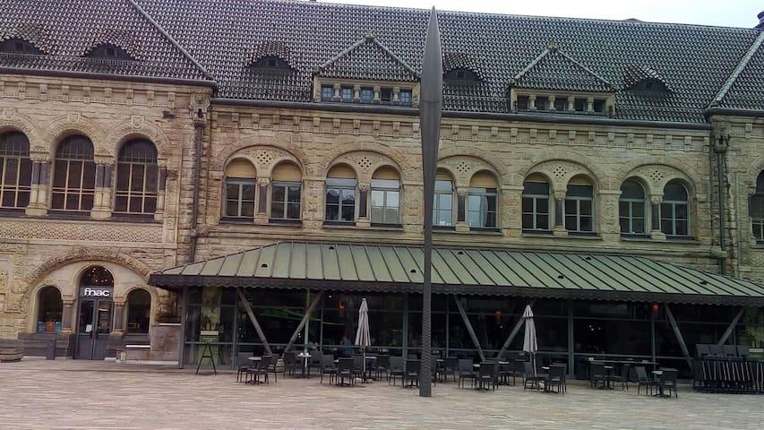 partie de la gare de Metz en face de l'appartement