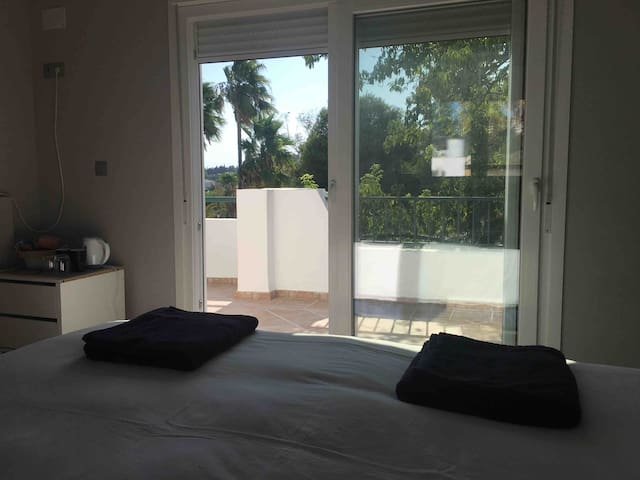 Marbs/Banus 'penthouse' room, ensuite &own terrace