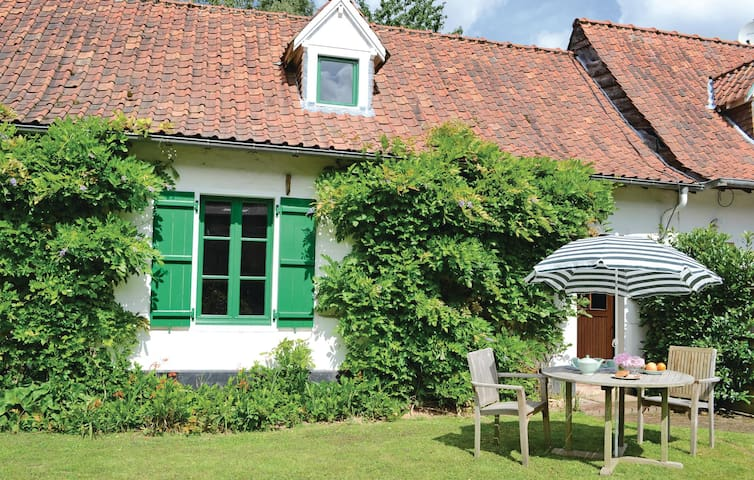 Semi-Detached with 1 bedroom on 76m² in St. Denoeux