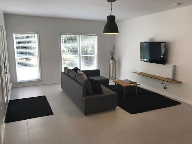 Apartment close to Infinite Arena/Sugarloaf mall